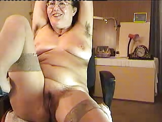 curly mature lady show on cam