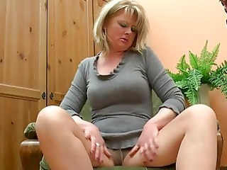fat aged mamma play with her di...