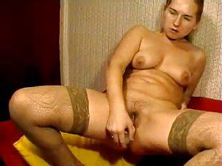 cam russian mamma bonks her hirsute pussy with
