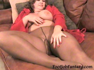 BBW Delila Poses in Pantyhose