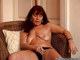 Saggy granny Sara works her hairy pussy with a