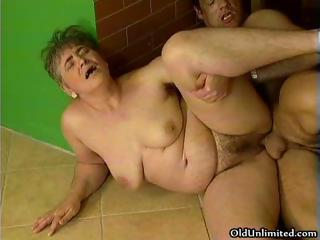 Chubby mature lady loves getting part1
